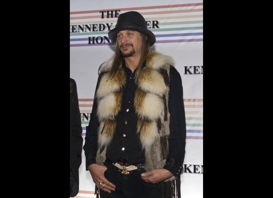 kennedy-center-awards-kid-rock-fox-fur-collar