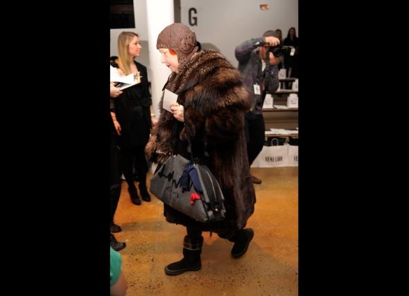 lynn-yeager-silver-fox-fur-cape-mahogany-mink