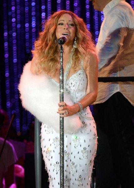 Mariah Carey Fox Fur Sling 02