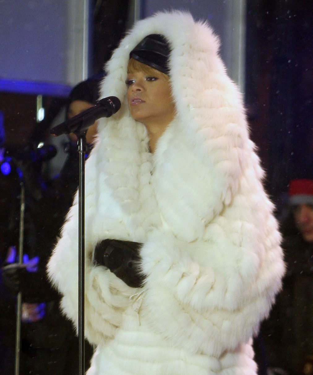 rihanna-hooded-fox-coat