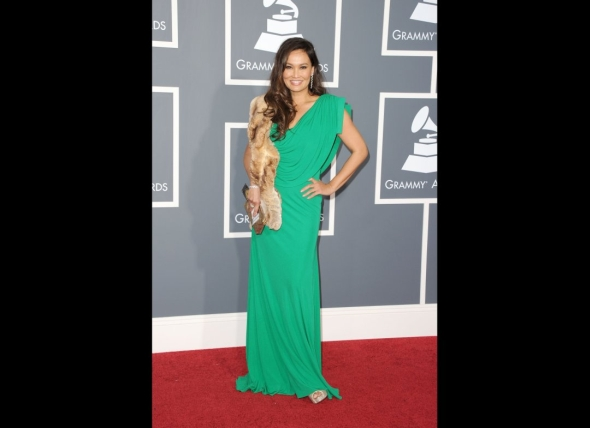 tia-carrere-grammy-sheared-rex-chinchilla-fur-boa
